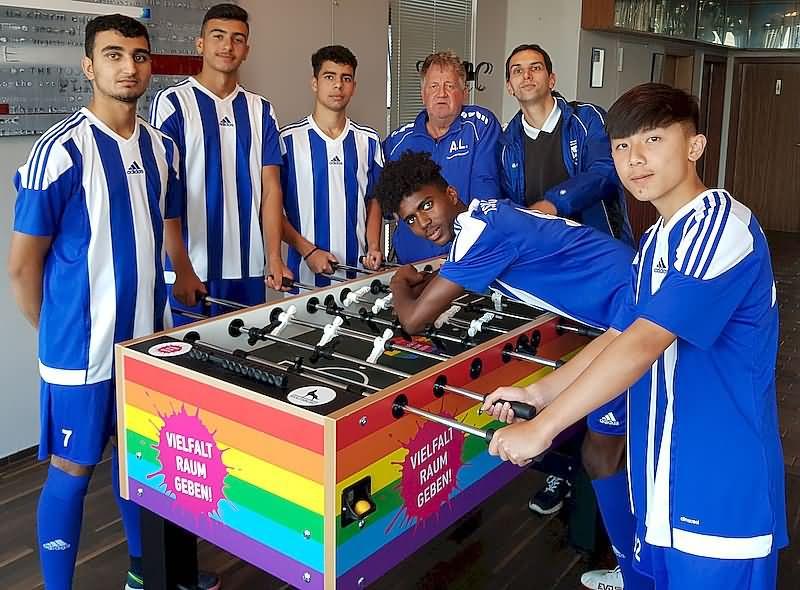 Bild A-Junioren am Kickertisch